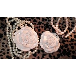Collar rosa blanco