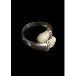 sortija de plata con perlas...