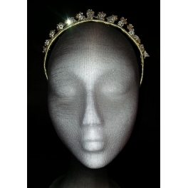 Corona de metal chapada en oro
