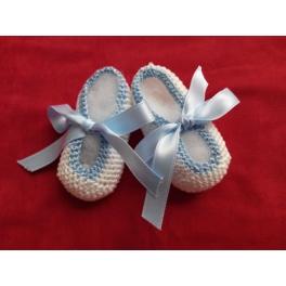 Patucos crochet con lazo azul